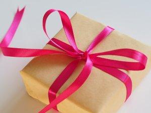 להפתיע במתנה